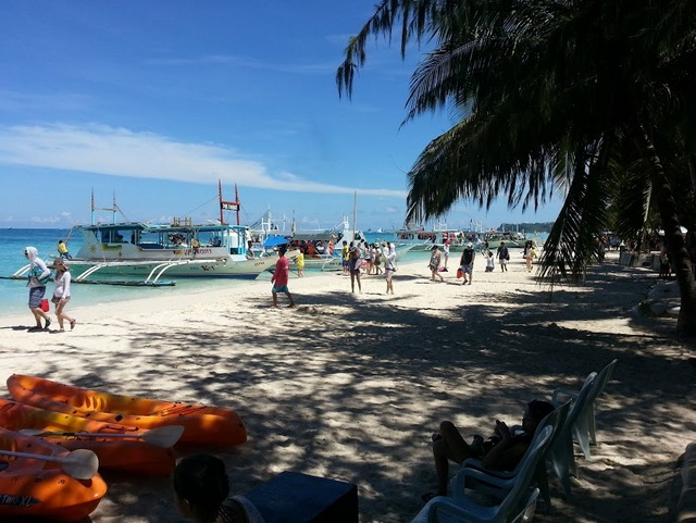 This was boracay's shoreline at 8am. If you want solitude and peace, try going to the beach at 5AM onwards. Or late afternoon.