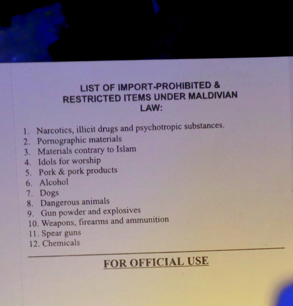 list of prohibited objects in the Maldives
