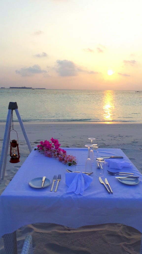private island dinner setting in Lonubo