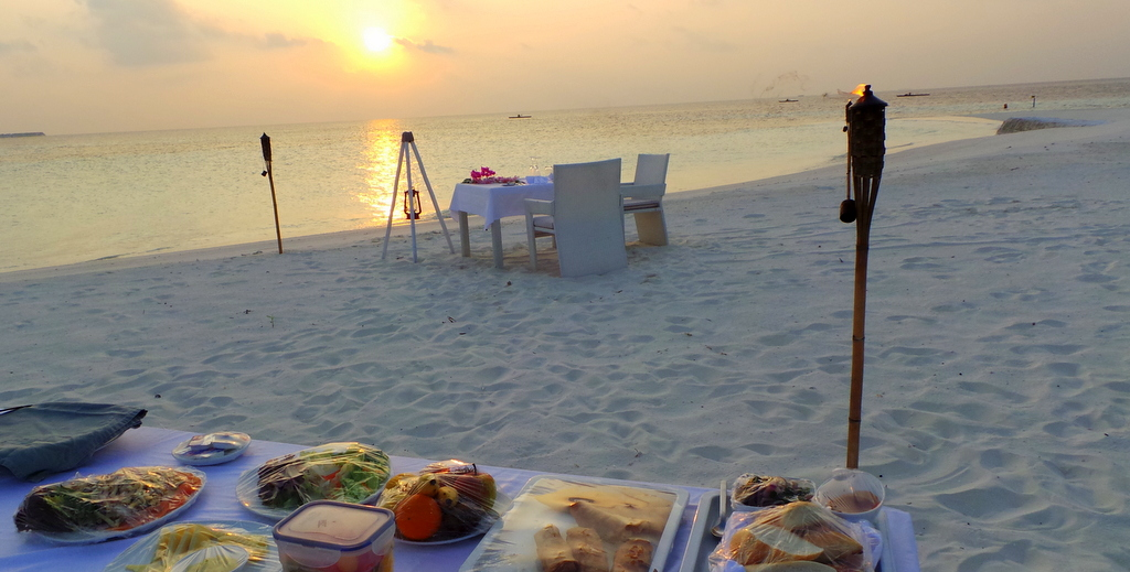 romantic sunset dinner by the beach, Lonubo Private Island. Maafushivaru Maldives
