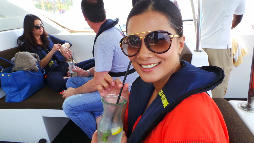 Speedboat transfer (and 1st welcome drink!) to Huvafen Fushi