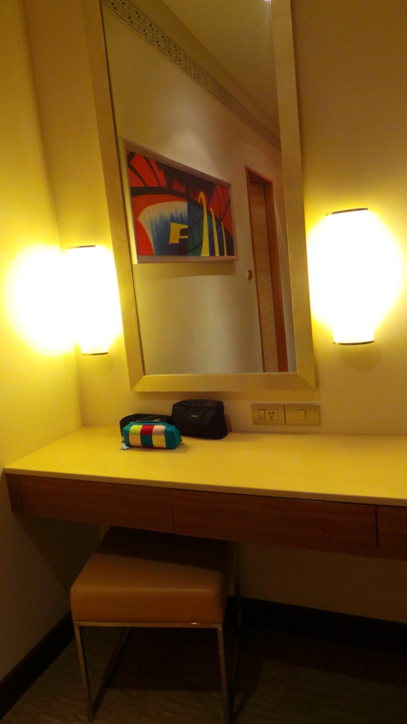 dressing/makeup table. Pacific Club King Room, Pan Pacific Perth