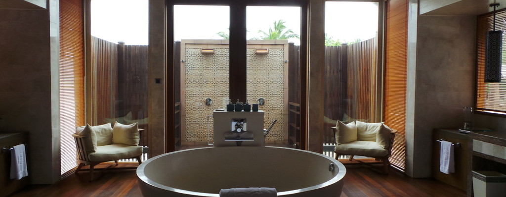 Top 10 Luxury Hotels with Ultimate Bathrooms!