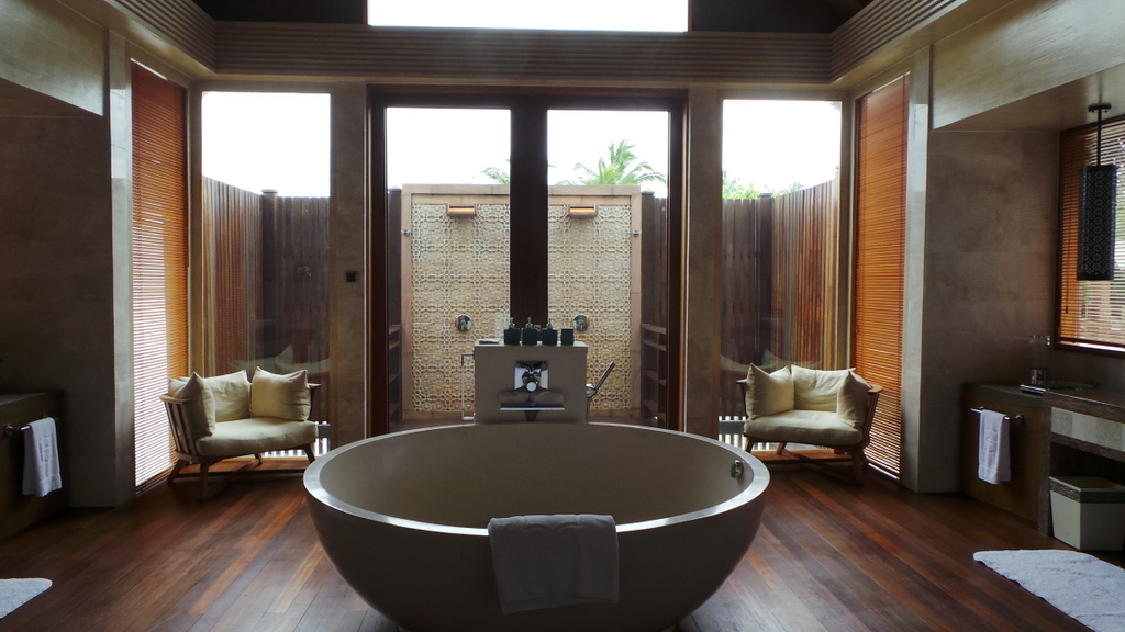 Top 10 luxury hotels with ultimate bathrooms for Ultimate bathrooms