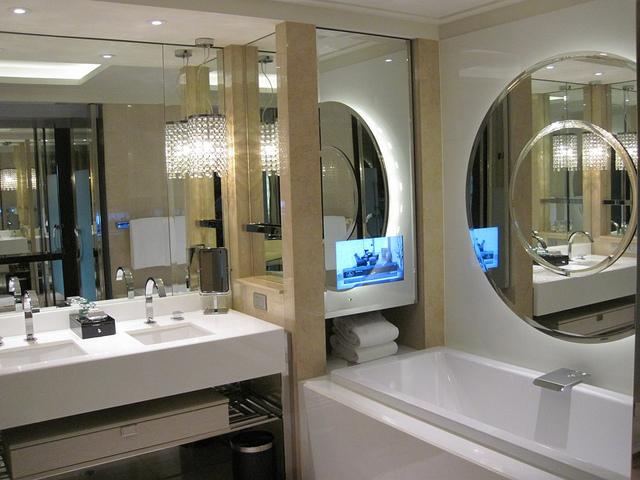 Crown Melbourne Hotel's bathroom