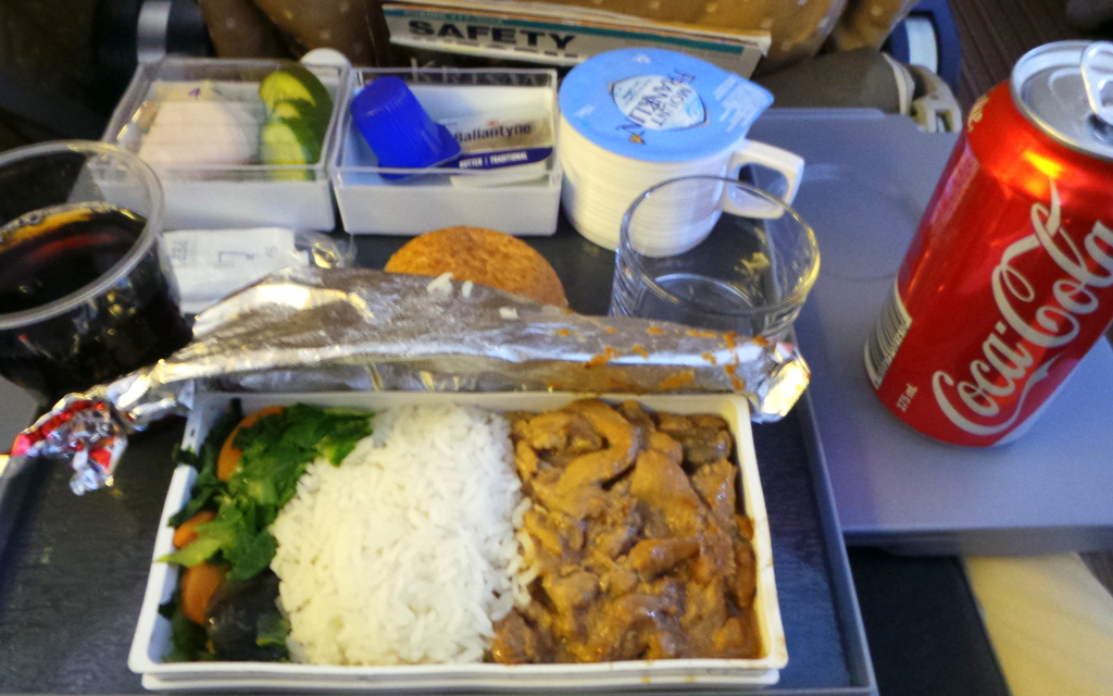 Singapore Airlines lunch meal service. SQ 212 Sydney to Singapore