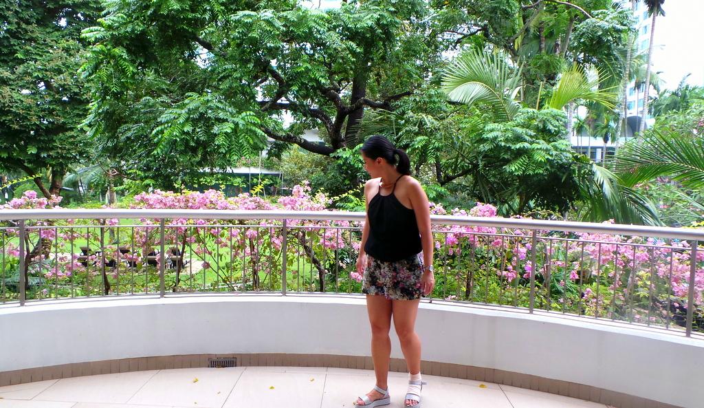 Balcony at a deluxe Garden wing room, Shangri-la Singapore