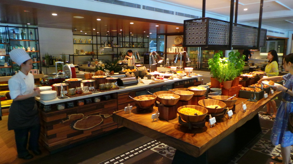 Breakfast at the Waterfall Cafe, Shangri-la Singapore