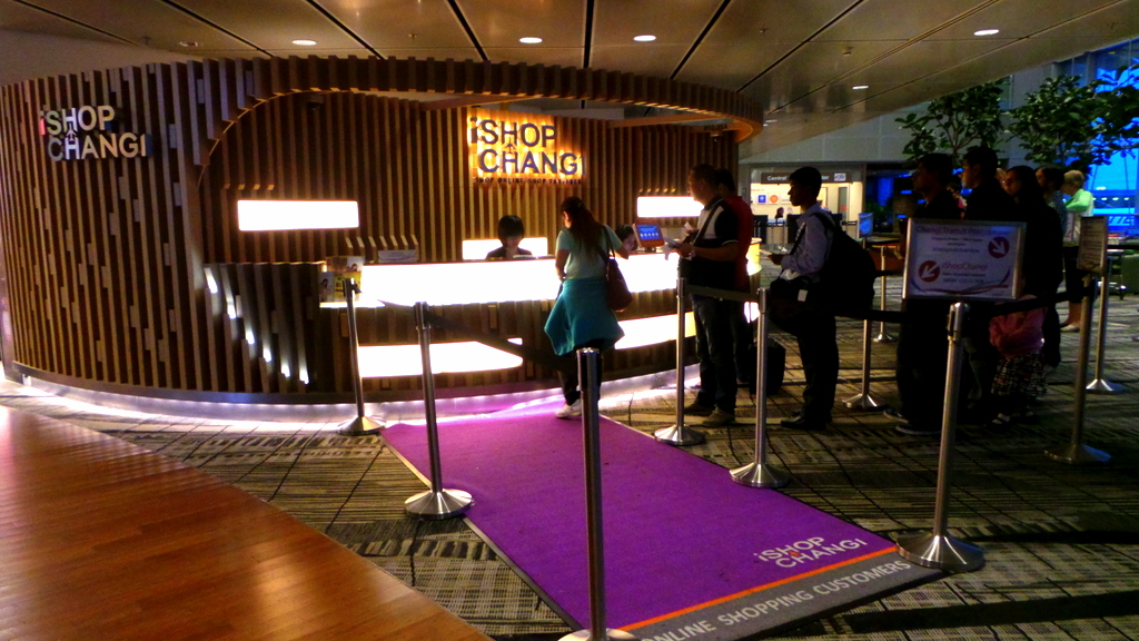 Collect your Singapore Airlines SGD 40.00 voucher at i-shop Changi
