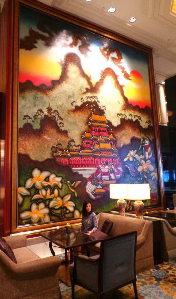 giant mural at the lobby of Kowloon Shangri-la
