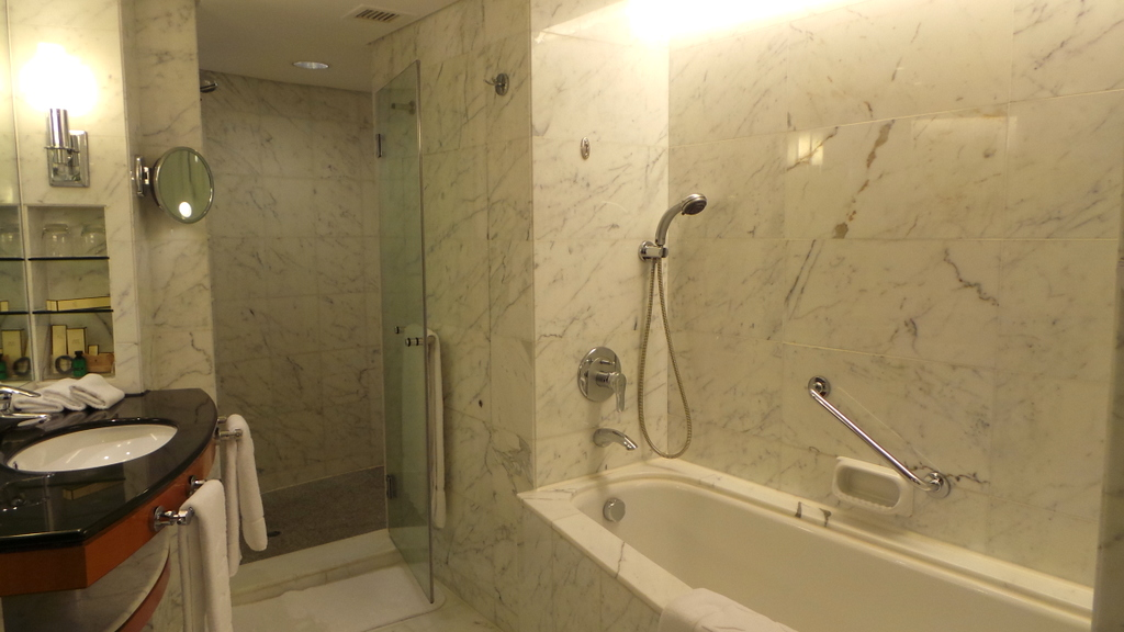 bathroom at the harbour view room of Kowloon Shangri-la
