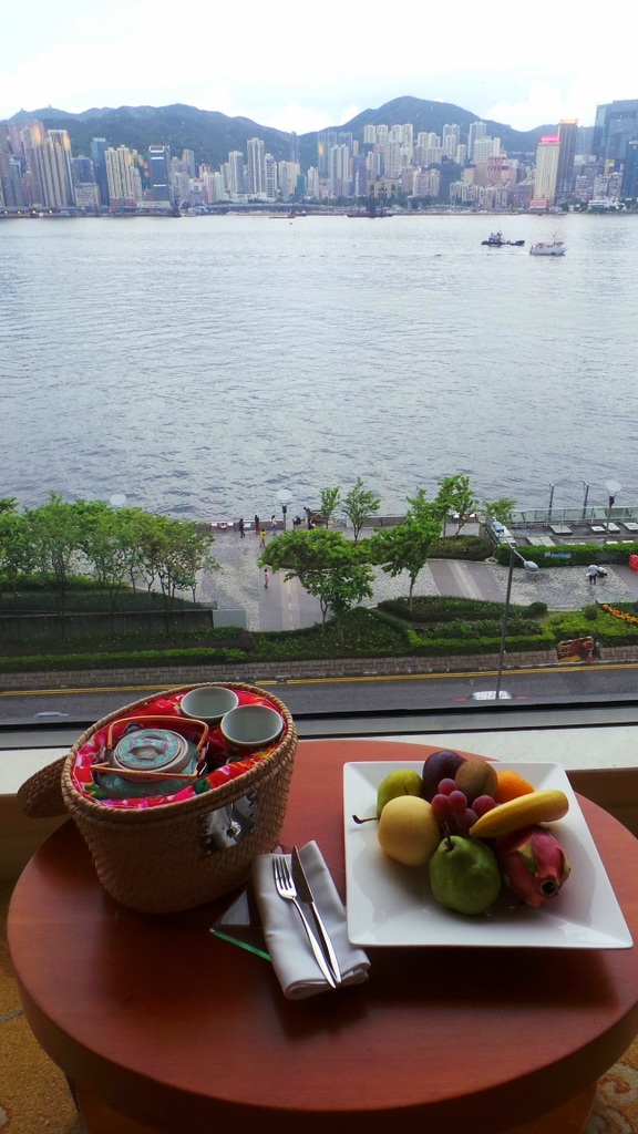 welcome tea and fruit at Kowloon Shangri-la