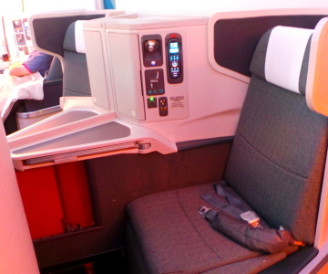 MIddle business class seat, Cathay Pacific CX 162 Sydney to Hong Kong