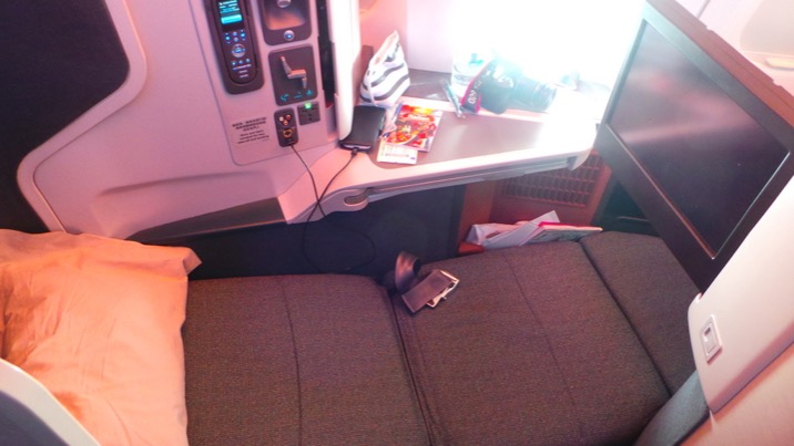Lie-flat seat (on a Sydney to Hong Kong flight) Cathay Pacific Business Class