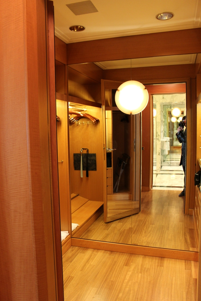 walk in closet Four Seasons Milano