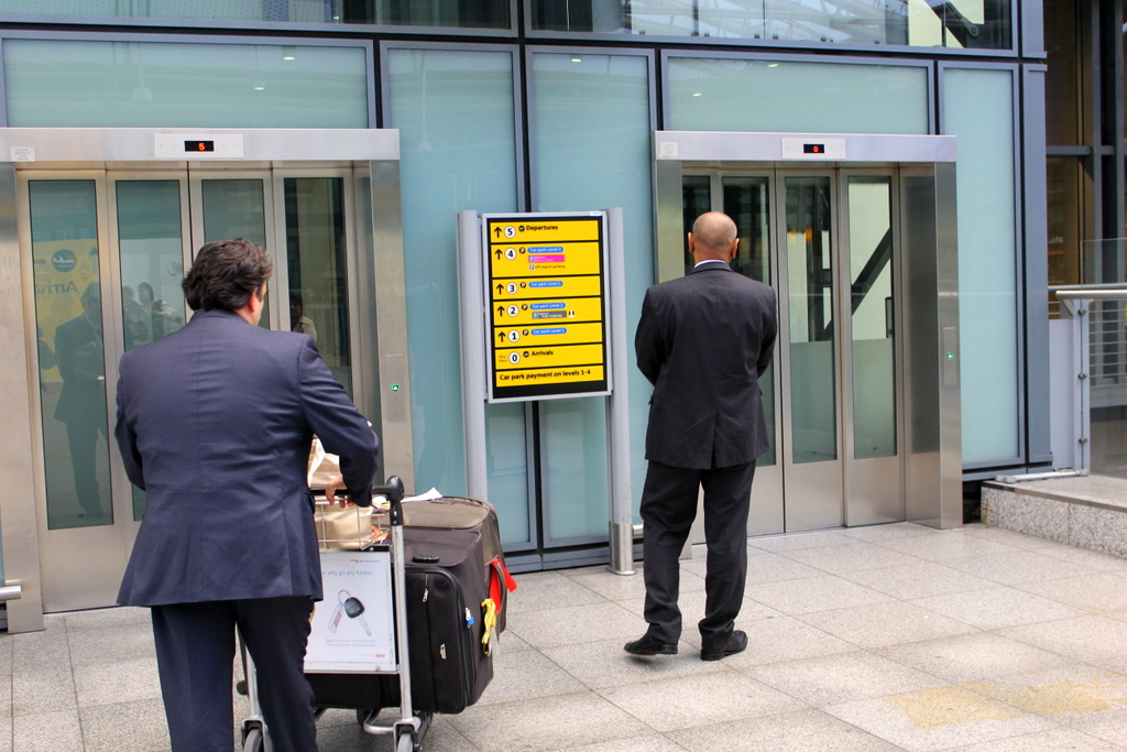No.1 Traveller VIP Arrival Service and Limousine Transfer