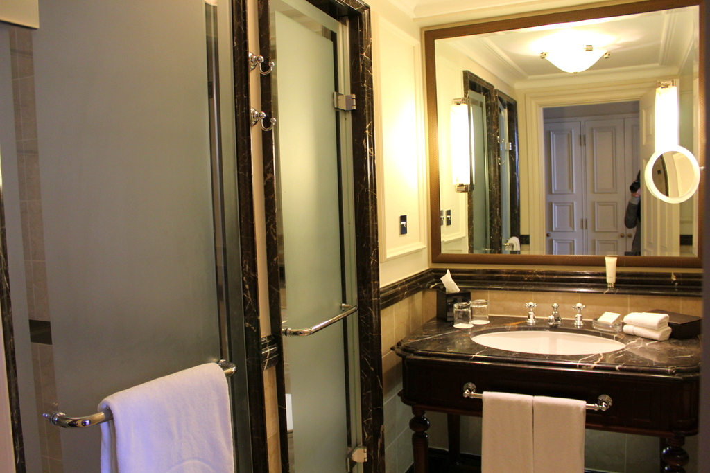 Grand Junior Suite Bathroom , Langham London