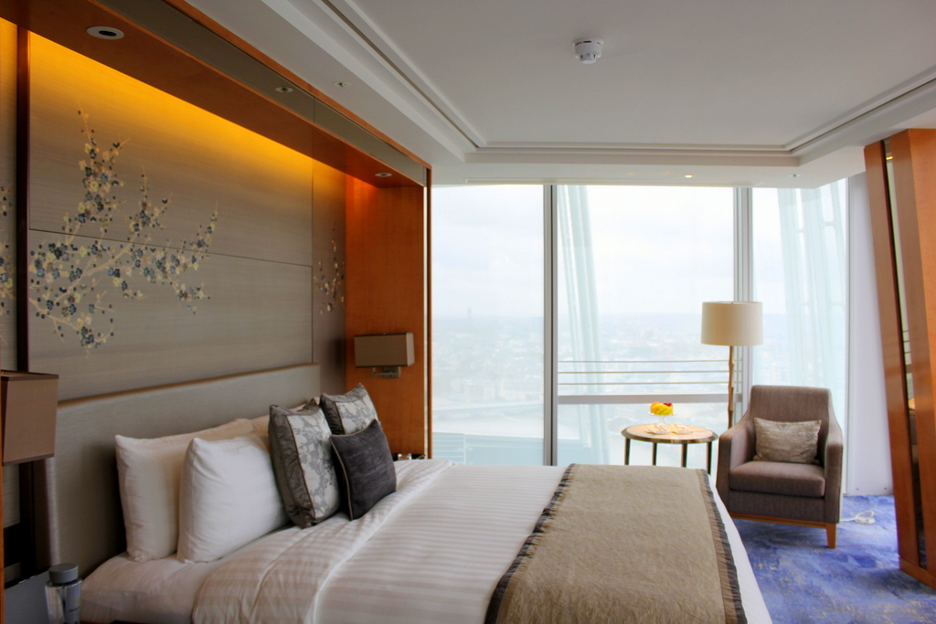 Iconic City View Room - Shangri-la Hotel at The Shard in London