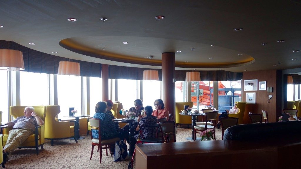 Cafe Al Bacio: A popular hangout for afternoon tea
