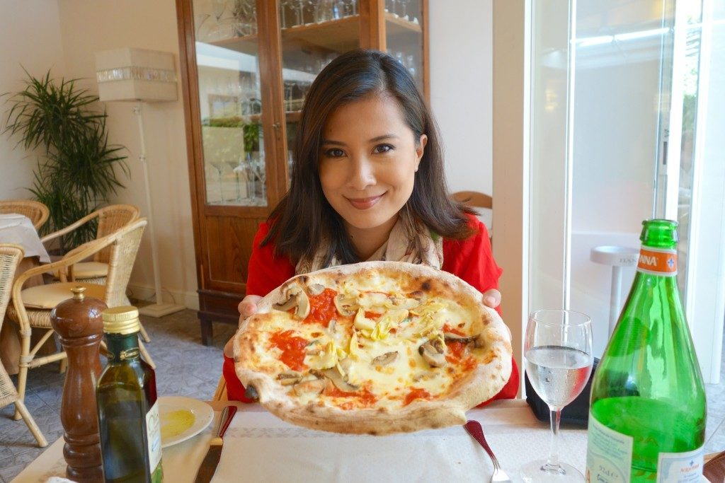 Enjoying a Napolitana Pizza for lunch in Naples