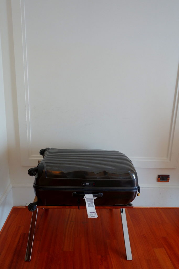 The Samsonite Cosmolite 81 Cm in a hotel room
