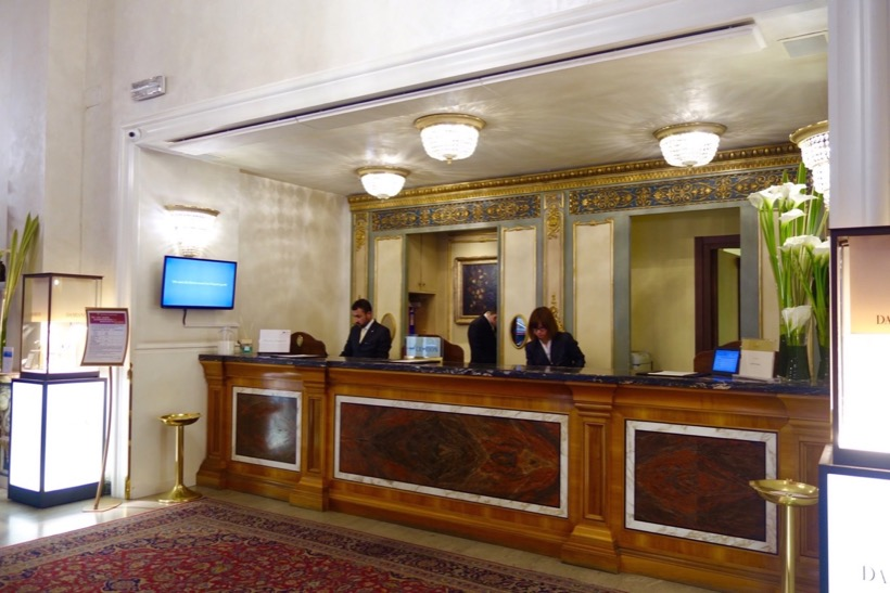 check-in desk of Intercontinental de la villa Roma