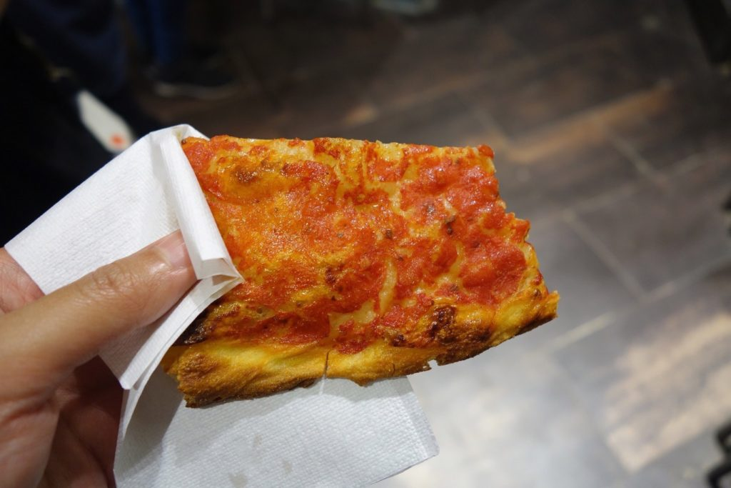 The simplest pizza I ever did have at Rosciolo , Rome