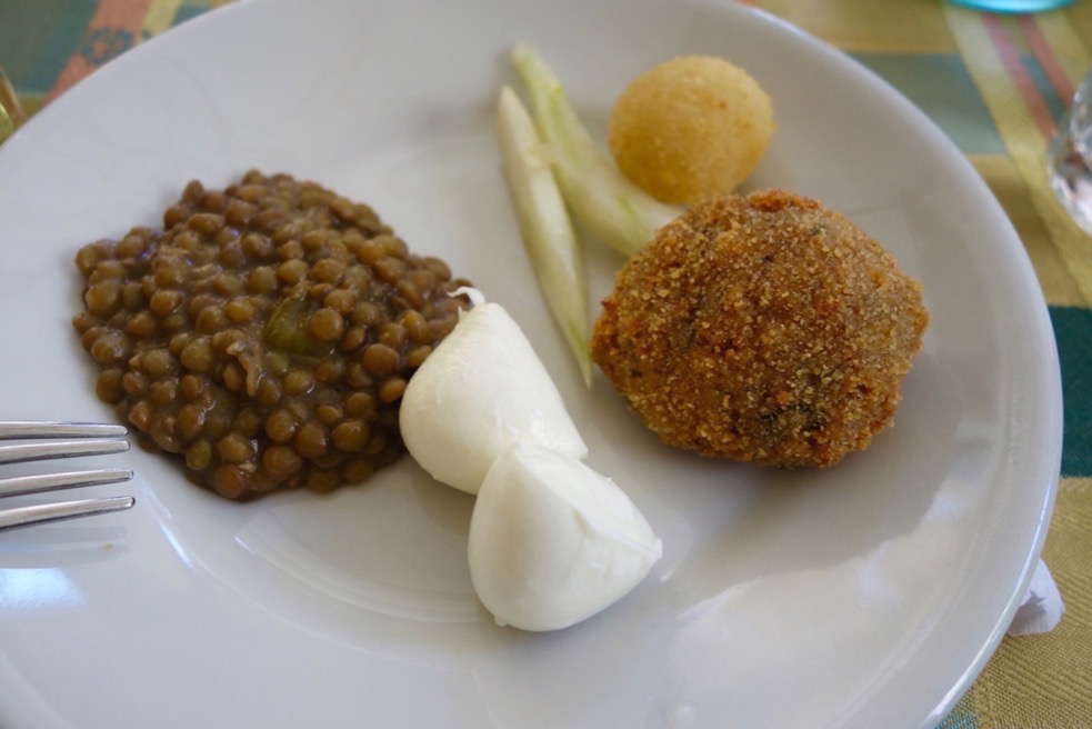 Lentils, Mozarella, Rice Balls and Fennel. Trattoria der Pallaro in Rome