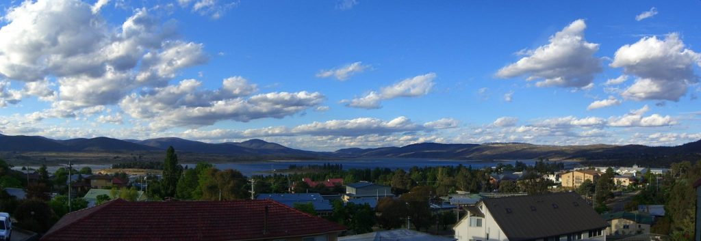 Lake Jindabyne and Town (photo from Wikipedia)