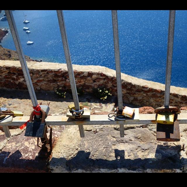 love locks starting in Santorini