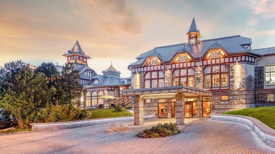 Entrance to the Grand Hotel Kempinski High Tatras
