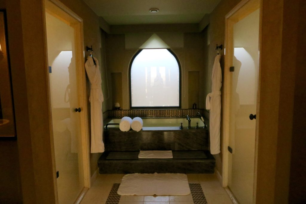 Bathroom of a one-bedroom villa with private pool. Anantara Qasr al Sarab