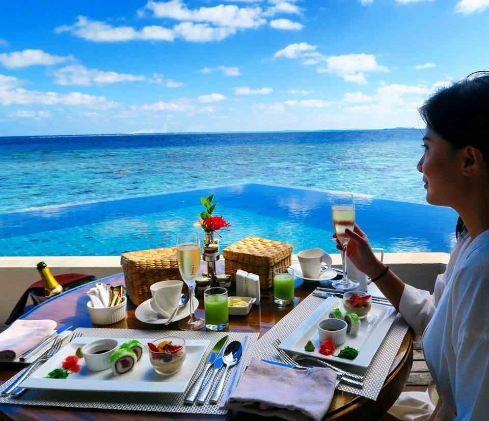 Starting my day in the Maldives in the most indulgent way!