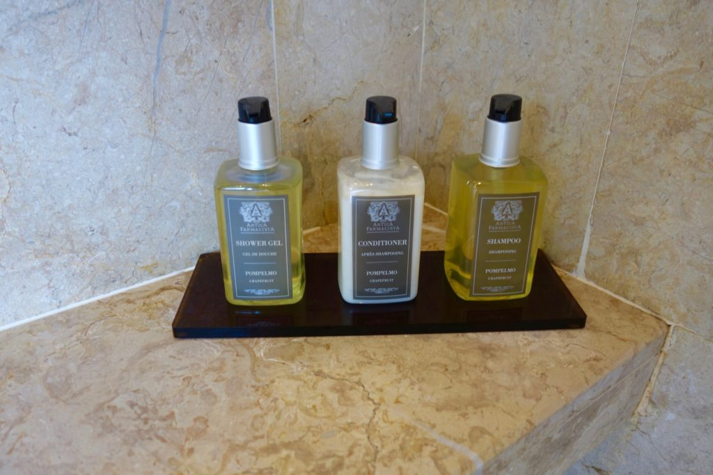 Shower toiletries by Antica Farmacista. Jumeirah Vittaveli