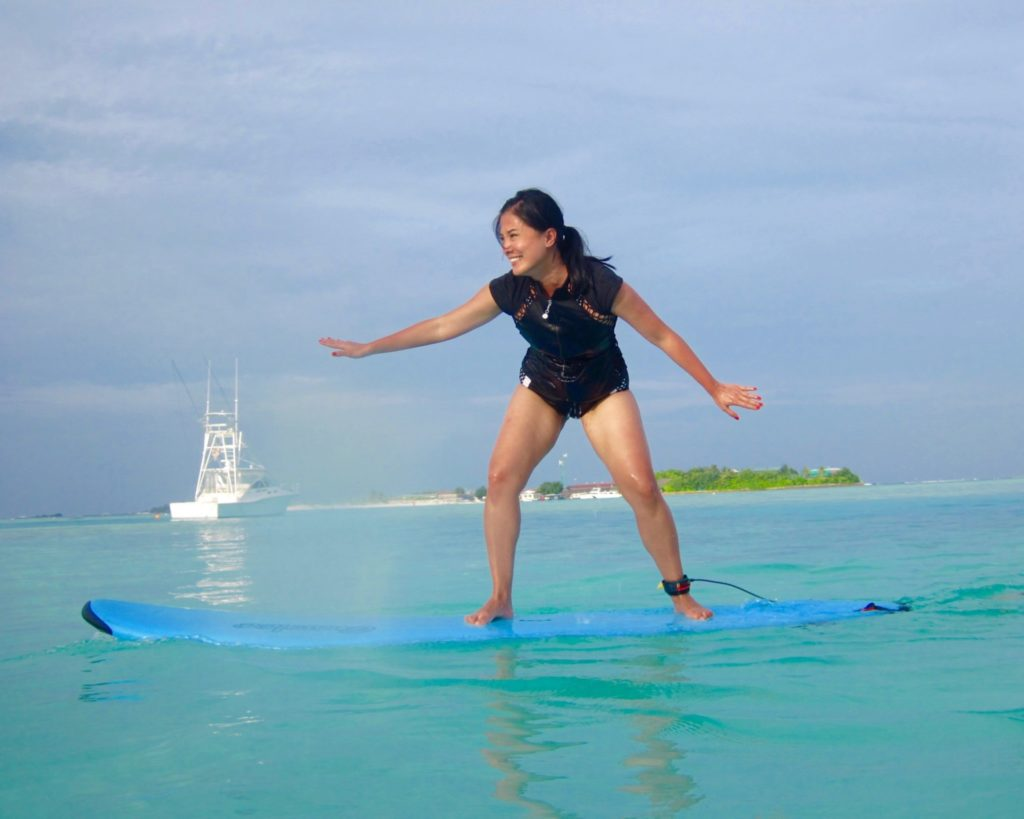 Learning to surf at Anantara Veli with Tropicsurf