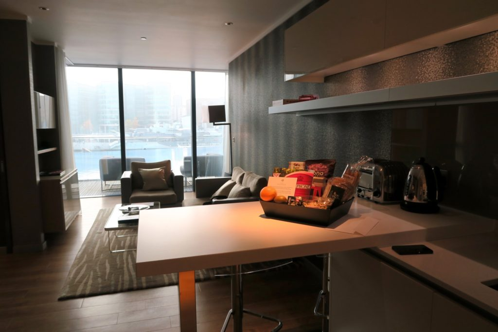 Luxury One Bedroom with River View at Cheval Three Quays LondonLuxury One Bedroom with River View at Cheval Three Quays London