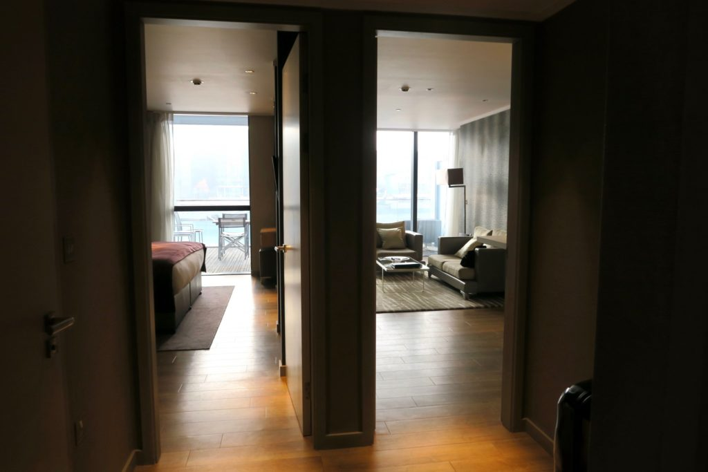Luxury One Bedroom with River View at Cheval Three Quays London