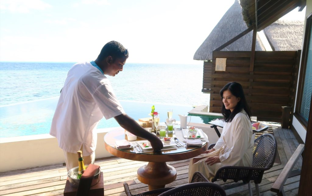 In-Villa Champagne breakfast at Jumeirah Vittaveli. Easy like Sunday morning!
