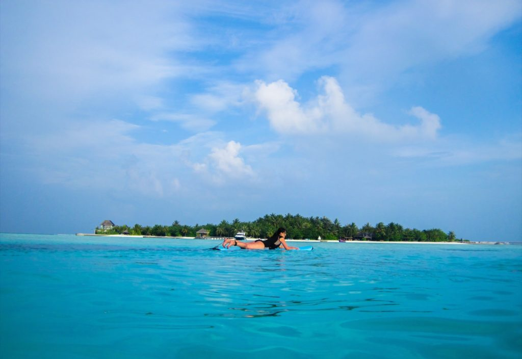 Surfing lessons at Anantara Veli Maldives with Tropicsurf