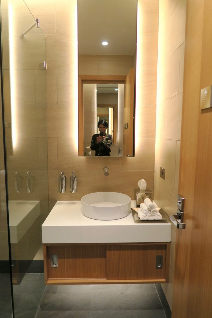 Shower / Bathroom Etihad Airways First & Business Class Lounge Sydney Airport