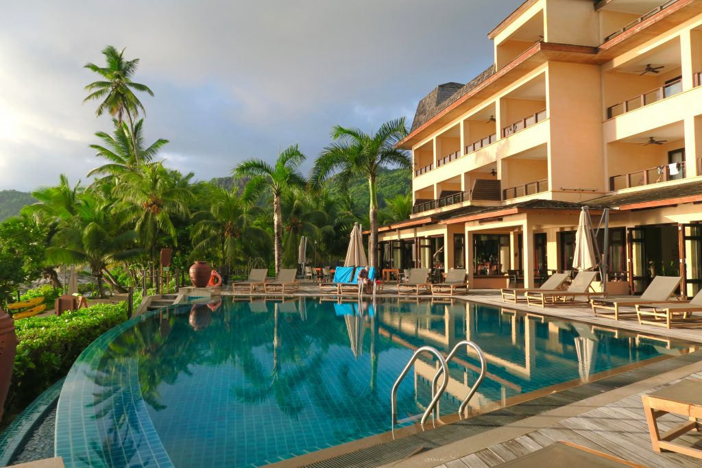 The pool of Doubletree by Hilton Seychelles Allamanda