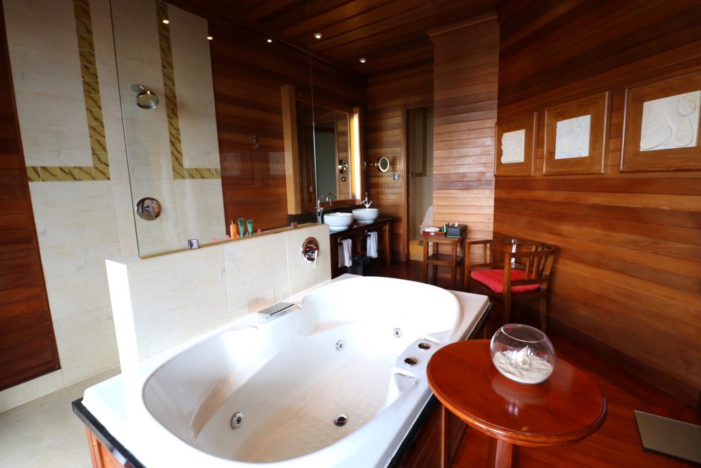 Bathroom of King Hillside Villa, Hilton Seychelles Northolme