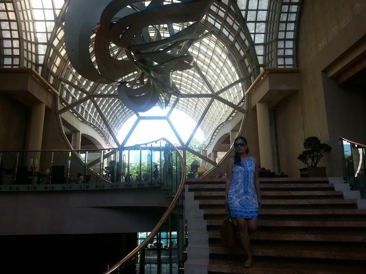 Lobby / winding staricase at the Ritz-Carlton Millenia Singapore
