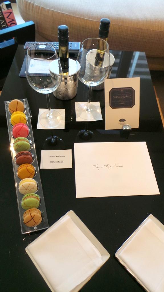 room welcome amenities at the Landmark Mandarin Oriental HK