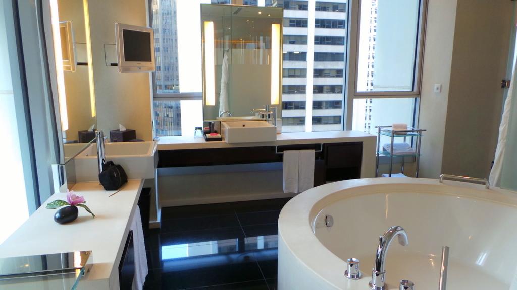 Bathroom at the L600 Premier room, the Landmark Mandarin Oriental HK