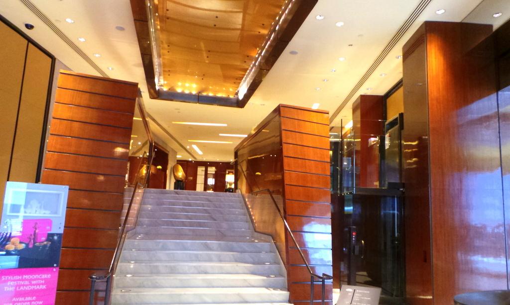 Main entrance. The Landmark Mandarin Oriental Hong Kong