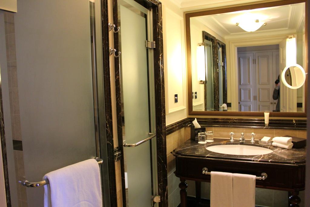 Grand Junior Suite Bathroom , Langham London