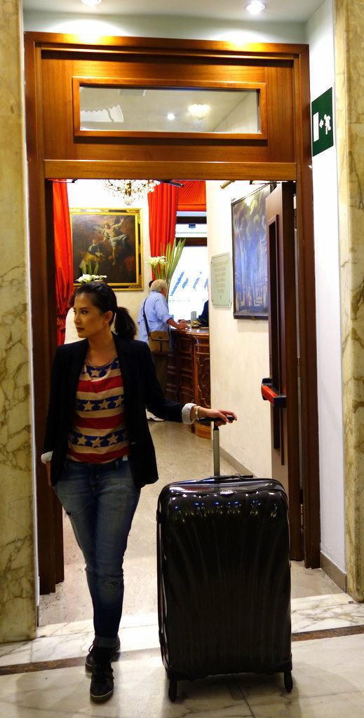 Myself , 165 cm with the 81 cm Samsonite Cosmolite Luggage