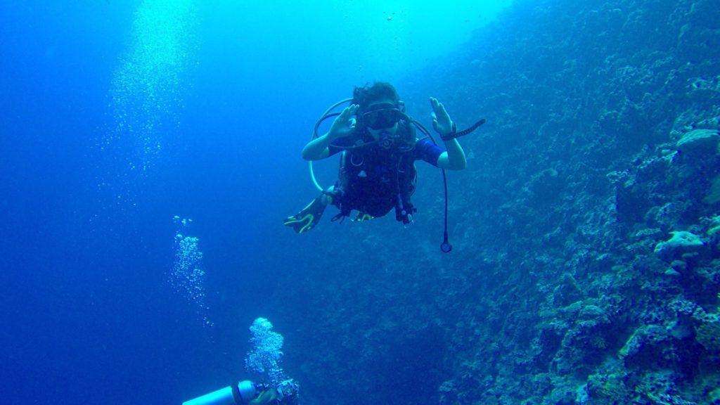 Scuba diving with the Dive team of Velassaru Maldives
