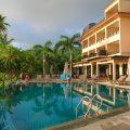 The pool of Doubletree by Hilton Seychelles Allamanda